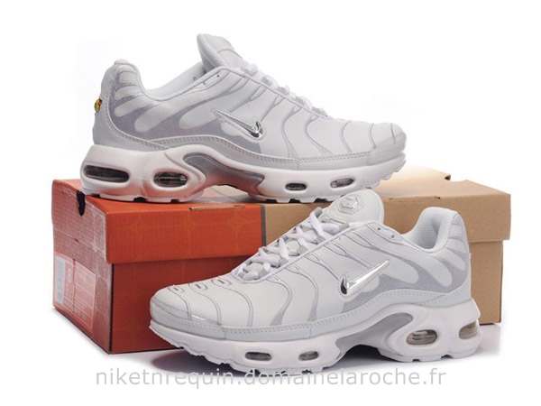 nike femme requin